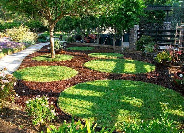 Adding Life Your Outdoor Home Colored Mulch