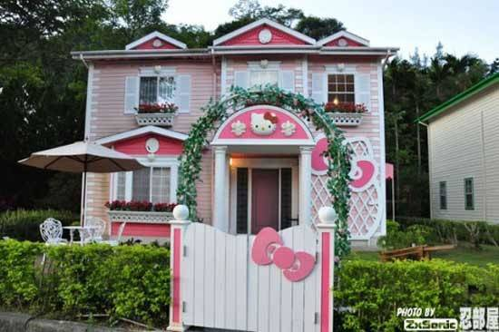 Awesomely Weird Houses Trivials
