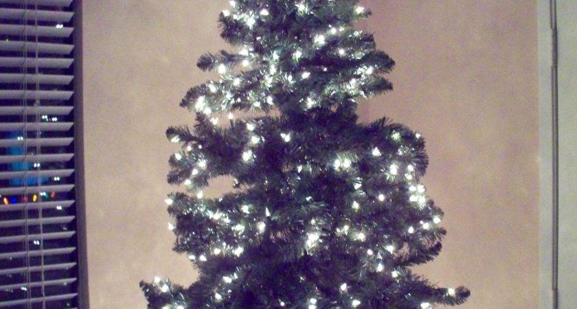 Christmas Tree Without Ornaments Interior Design Ideas