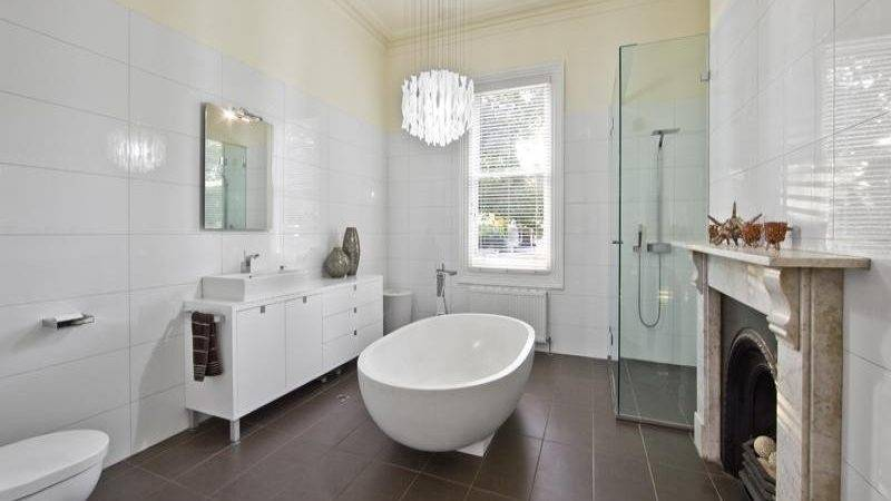 Classic Bathroom Design Freestanding Bath Using