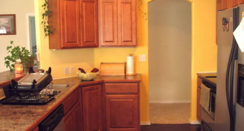 Color Paint Kitchen Cabinets Yellow Walls