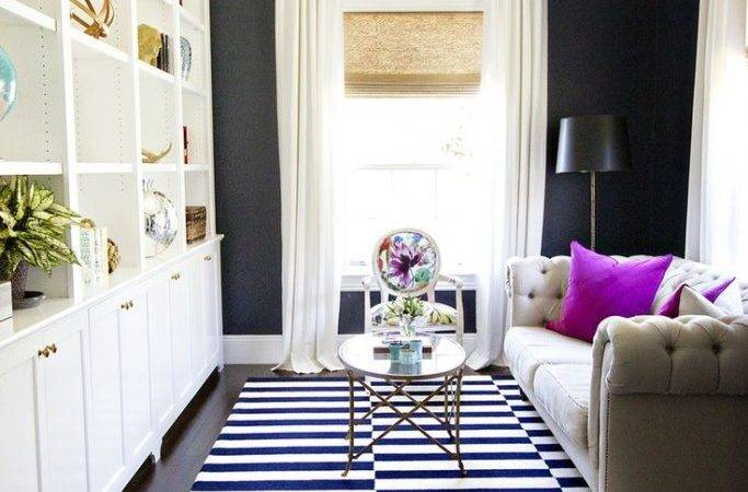 Dark Colors Make Small Sitting Room Look Bigger