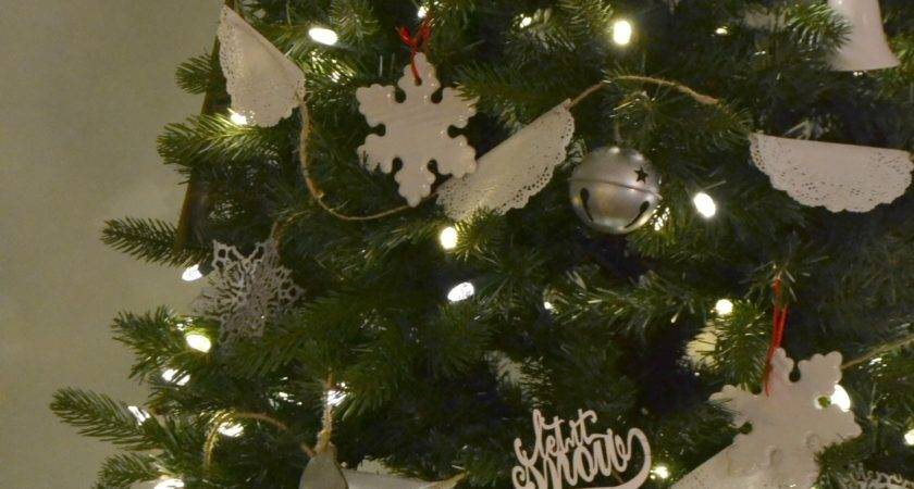 Decorate Your Christmas Tree Under Moms