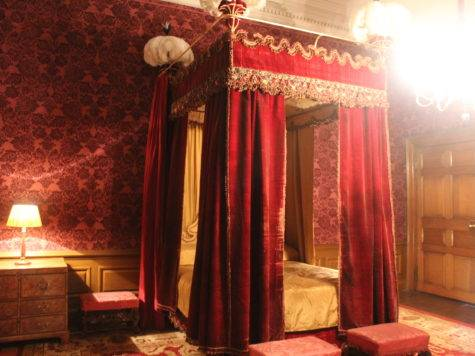 Dunham Massey Red Velvet Drapes Four Poster Bed They