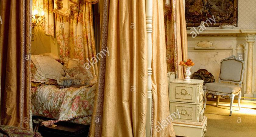 Four Poster Bed Silk Curtains Integral Lighting