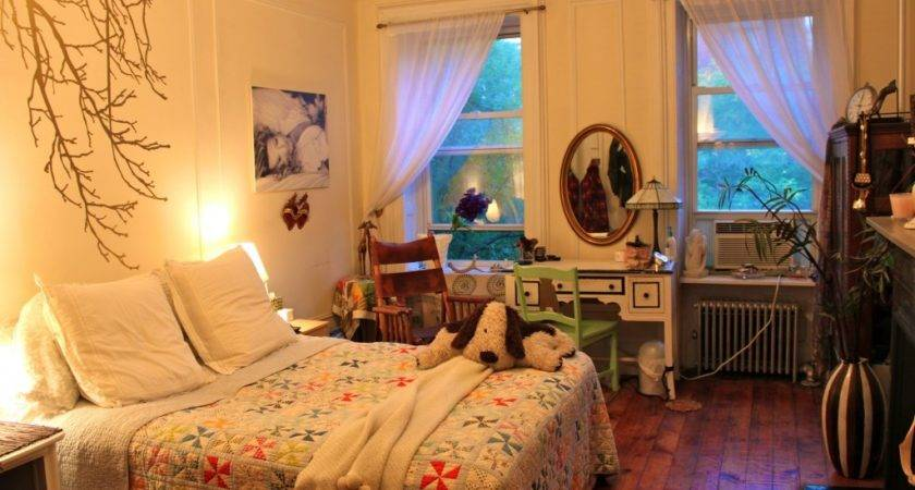Itsy Bitsy Bedroom Maximizing Your Small Space