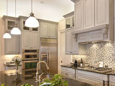Monochromatic Kitchen Made Luxurious Traditional