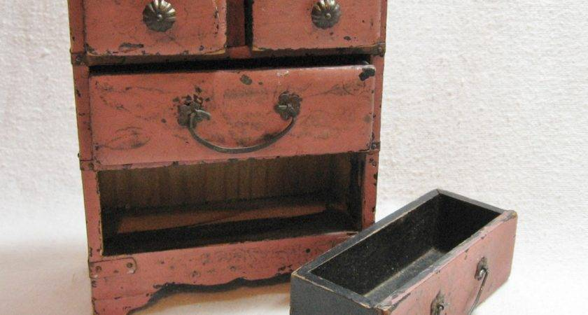 Painted Furniture Rustic Charm Proclaims Primitive