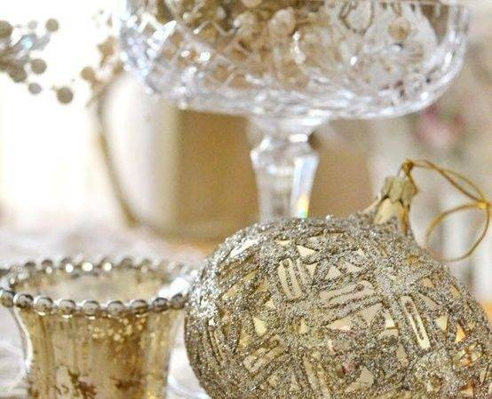 Refined Gold White Christmas Cor Ideas Digsdigs