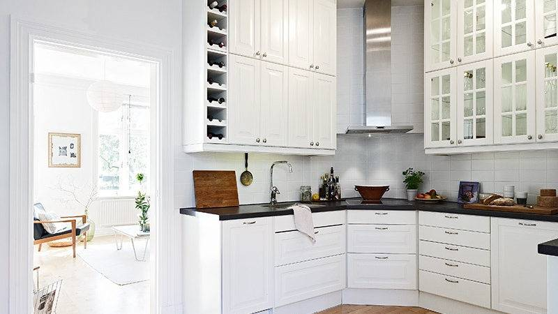 Scandinavian Style Kitchen White Cabinets