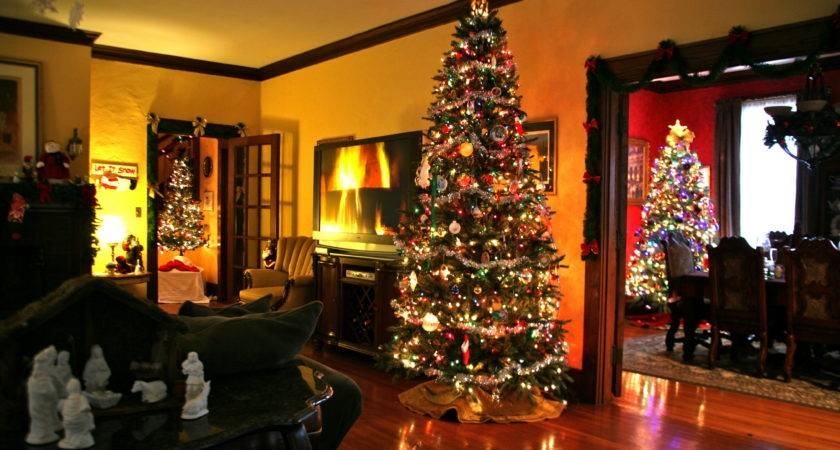 Southern Homes Decorated Christmas