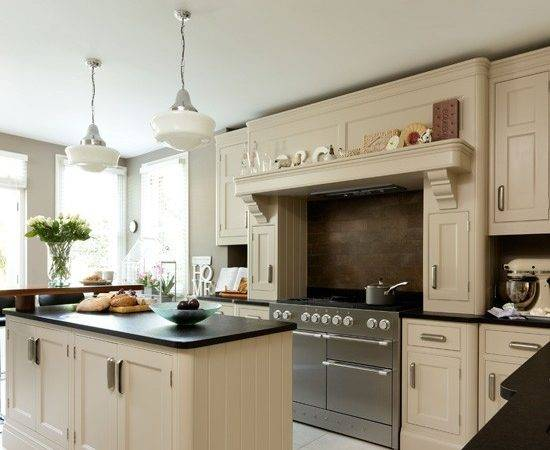 Spacious Neutral Kitchen Ideas