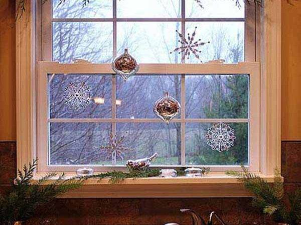 Top Most Fascinating Christmas Windows Decorating Ideas