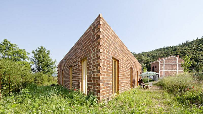 Unique Triangular House Arquitectes