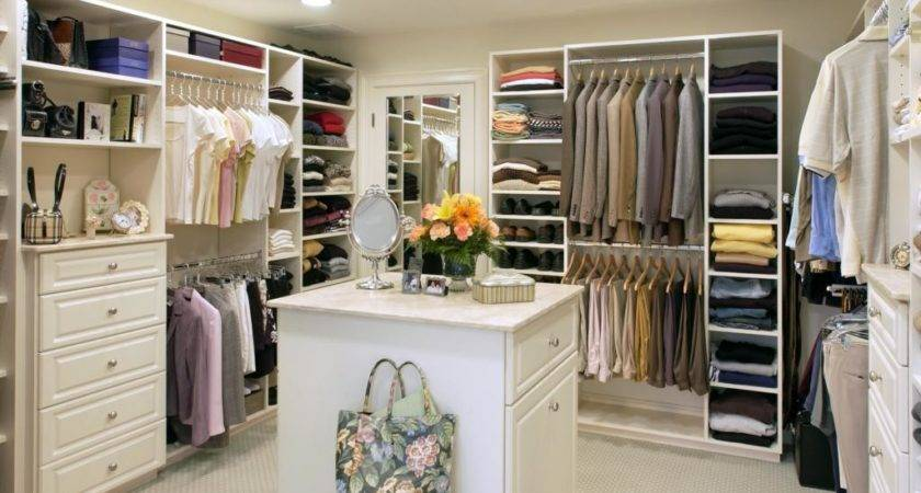 Walk Closet Simple Home Decoration