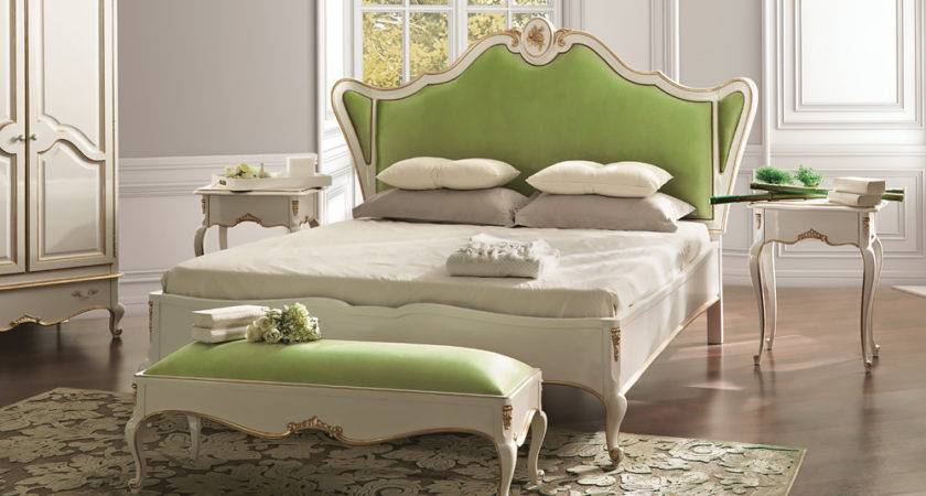 White Louis Reproduction Winged Bed