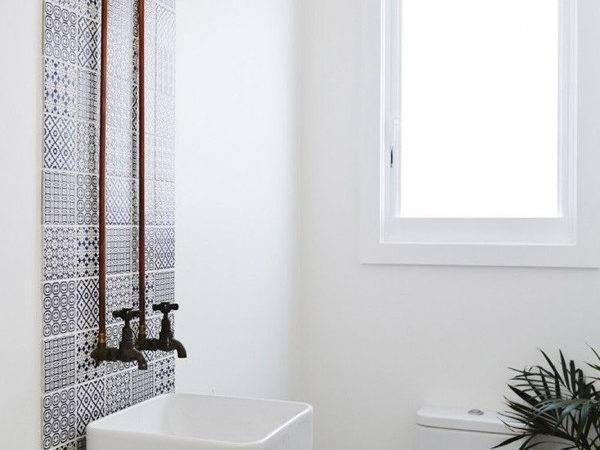 White Small Bathroom Decorating