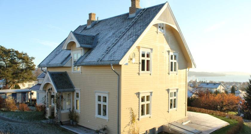 Yellow House Sheltering Roof Wikimedia
